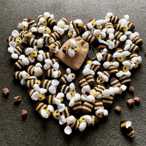 Easy Beesy Knitted Bee pattern